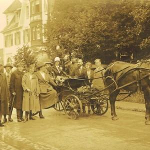Hrichlekt Lutz aus Frankfurt wir vom Bahnhof Lenzkirch abgeholt - 1926