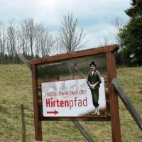 Hirtenpfad rund um Raitenbuch - Foto: Manfred-G. Haderer